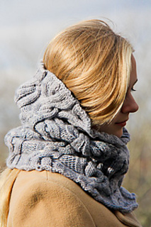 Chic_mega_cowl_side_view_the_knitting_vortex-2_small2