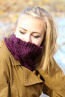 Laura_cowl_front_view_the_knitting_vortex_small2