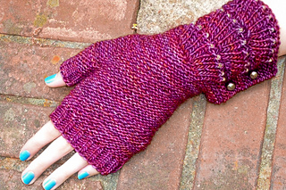 Escallop_mitts_cover_the_knitting_vortex_small2