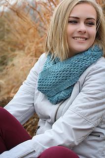Yoli_loop_worn_looped_the_knitting_vortex_small2