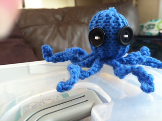 Knitted_octopus_small2
