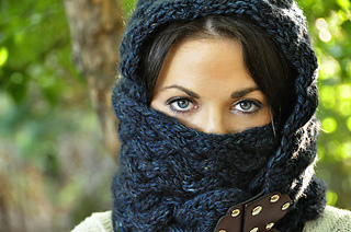 Maschera_hooded_cowl_scarf_1_small2