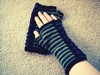 Button_band_fingerless_gloves_small2