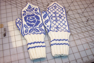 Dog_rose_mittens_small2