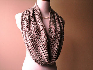 Coco_s_pearls_taupe_cowl_018_small2