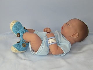 Baby_2_colour_cross_strap_booties08_small2