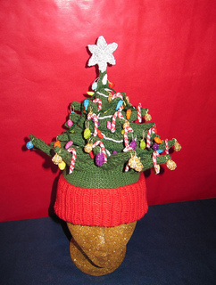 Christmas_tree_beanie_c_small2