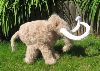 Mammoth_woolly_mammoth_by_madmonkeyknits8_small2