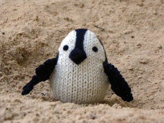 Knitted_penguin_small2