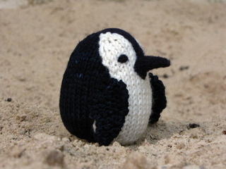 Knitted_penguin_1_small2
