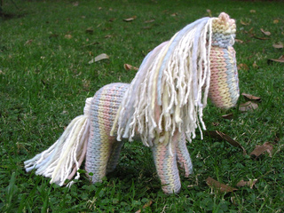 Knitted_horse_pattern_small2