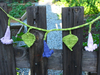 Morning_glory_flower_garland_small2