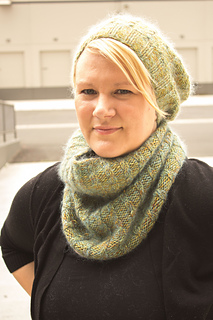 Merino_dk_and_db_angel_peavine_hat_and_cowl_kristen__3__small2