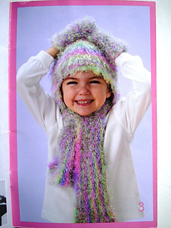 Patons_500801_toasty_scarf__hat_and_mittens_set_small2