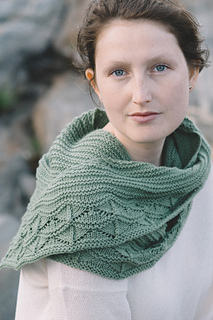 -quince-co-cave-point-paula-emons-fuessle-knitting-pattern-chickadee-4_small2