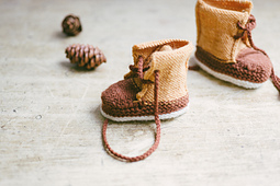 Alanna Nelson knits duck booties