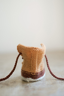 Quince-co-baby-duck-booties-meagan-anderson-knitting-pattern-finch-chickadee-4_small2