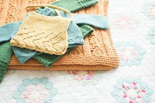 Quince-co-aziza-melissa-labarre-knitting-pattern-lark-5_small2