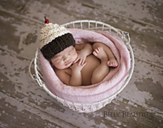 Momma_s_cupcake_hat_2_small2