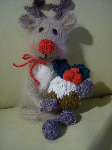 Reindeer Knitting Pattern Free : Free Christmas Knitting Patterns: LITTLE CHRISTMAS REINDEER