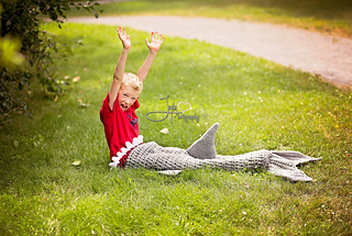 Shark_on_the_grass_small2