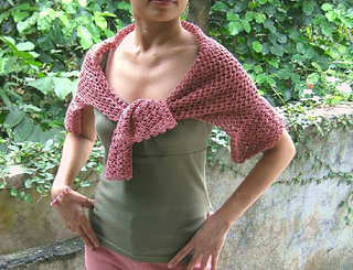 Crochet_rs_shawl_front_small2