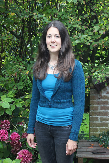 http://www.ravelry.com/projects/misshendrie/hortencia
