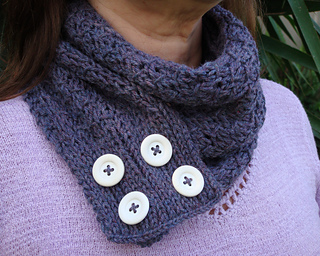 Buttons_scarf_or_cowl_small2