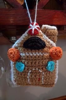 Amigurumi Type Of Yarn : Ravelry: Amigurumi Gingerbread House pattern by Lion Brand ...