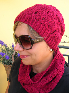 Playful_plumage_hat-cowl_120911_foto4_small2