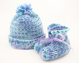 Ravelry: Baby Boo Booties and Hat pattern by Authentic Knitting Board