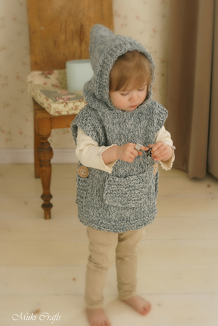 Hooded poncho Phoebe par Muki Crafts
