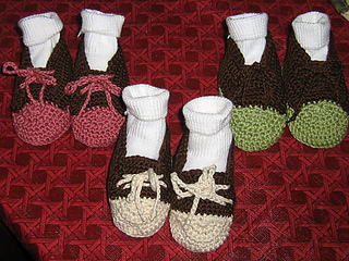 Crocheted_sneakers_004_medium_small2