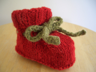 Knitting Patterns For Seamless Baby Booties : Ravelry: Seamless Baby Booties (top down) pattern by Laura Yarnthrower