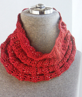 Red_beaded_cowl_2_small2