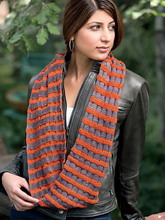 Checkered_cowl_2_small2