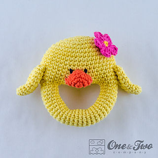 Duck_rattle_crochet_pattern_01_small2