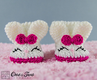 Olivia_the_booties_baby_crochet_pattern_02_small2