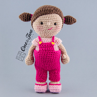 Clothes_set_for_littlemeplayset_crochet_pattern_01_small2