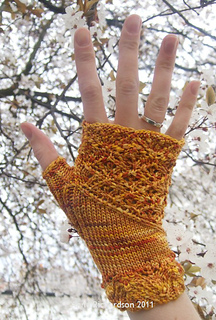 Gold_hester_right_hand_blossom_small2