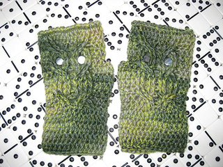 Green_owl_mitts_small2