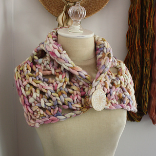 Maeve_cowl_2a_small2