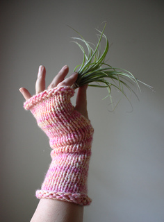 Pink_lemonade_mitts_3_small2