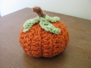 Crochet_pumpkin3_small2