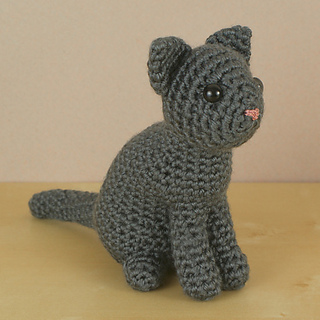 Ravelry: AmiCats Single-Coloured Cat pattern by June Gilbank