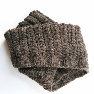 Spine_rib_cowl_folded_small2