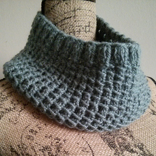 Ravelry: Bamboo Stitch Cowl pattern by Linda Thach
