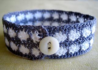 Ln-crochet-bracelets-4-425_small2