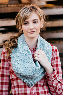 Quince-co-big-texture-hannah-fettig-knitting-pattern-puffin_1_small2