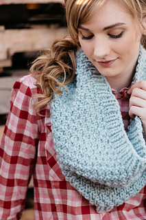 Quince-co-big-texture-hannah-fettig-knitting-pattern-puffin_3_small2
